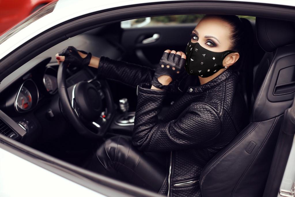 Mascherina Mod.Fashion borchie tringoli donna con Filtro