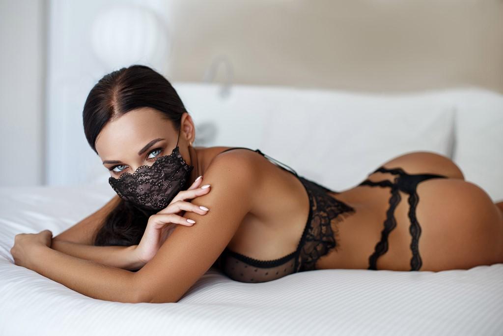Mascherina Mod.Pizzo nero/rosa donna