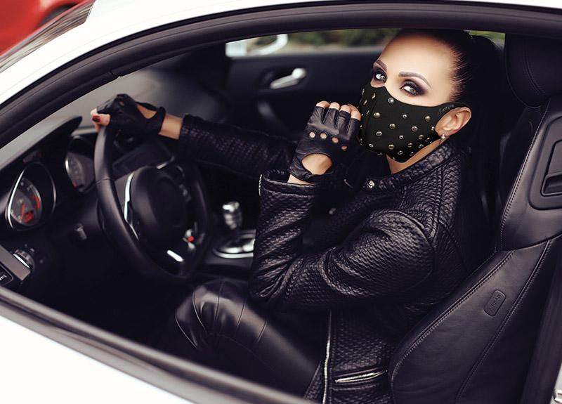 Mascherina Mod.Fashion borchie tonde donna nera
