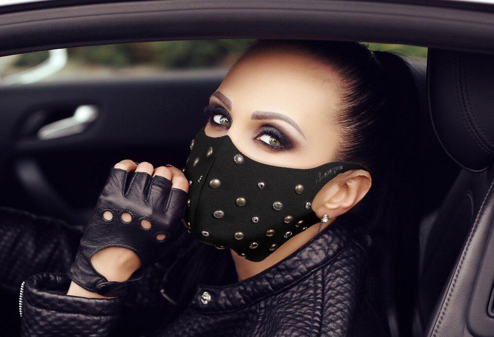 Mascherina Fashion Mod.borchie tonde Donna con filtro antibatterico